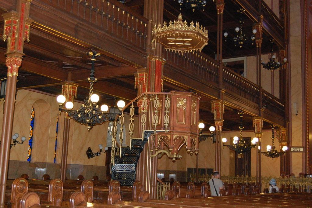 pulpit synagogue